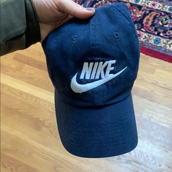 Classic navy Nike hat